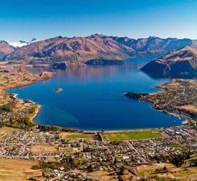 Wanaka township, Lake Wanaka, New Zealand